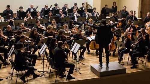 În Joia mare, concert cu public la Filarmonica Pitești 3