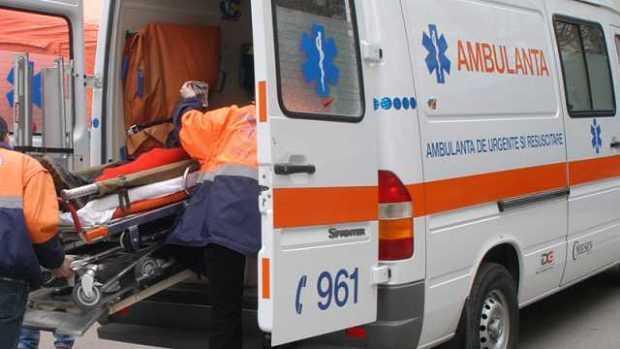 Argeș. Bărbat prins sub un tractor răsturnat 3