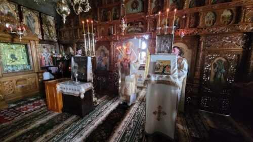 Mănăstirea Nămăiești: Slujbă oficiată de ÎPS Calinic, în a treia zi de Paște 5