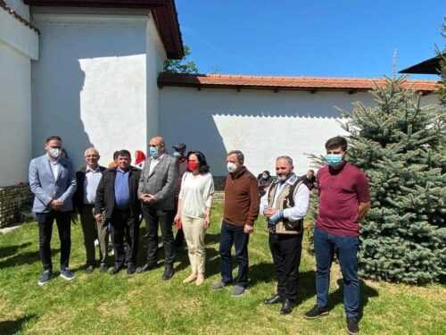 IZVORUL TĂMĂDUIRII: Echipa PSD Argeș a participat la slujba de la Mănăstirea Glavacioc 5