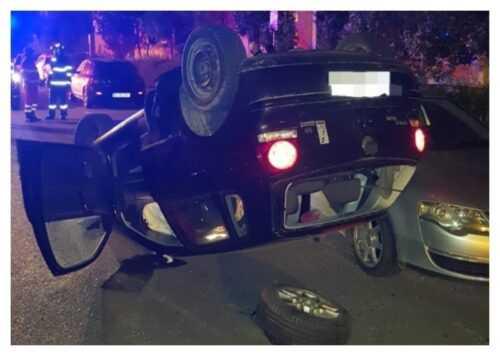 A intrat cu mașina în alte 4 autoturisme parcate, după ce s-a urcat băut la volan 5