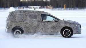 "Fotografii ""spion"" cu viitorul crossover Dacia, supranumit Grand Duster 6"