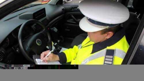 Pitești: Tânără de 18 ani, prinsă conducând fără permis 5