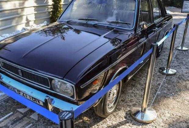 Mașina primită de Ceaușescu de la Șahul Iranului a fost scoasă la licitație și s-a vândut cu 95.000 de euro 5