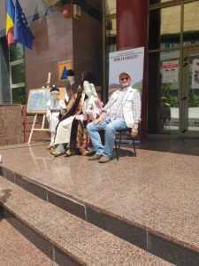 Piteștenii fac selfie cu personajele școlii de altă dată aduse de Muzeul Golești la KIDSFEST 6