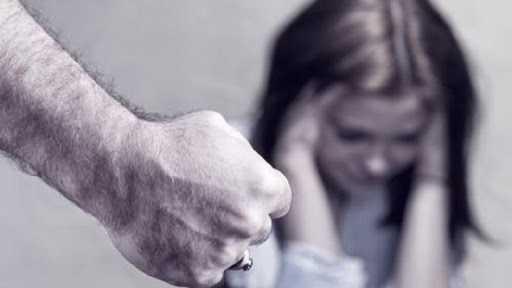 Mioveni. Bărbat reținut după ce și-a bătut soția și fiica. Cele două sunt internate la ATI 5