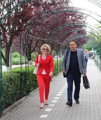 """Vinerea verde"""" la Mioveni. Angajații Primăriei au venit la muncă fără mașini 5"""