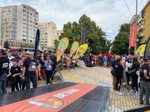A început Raliul Argeșului. 5000 de oameni prezenți la start, în fața magazinului Trivale 6