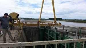 Mii de tone de mâl după golirea barajului din Tudor Vladimirescu 6